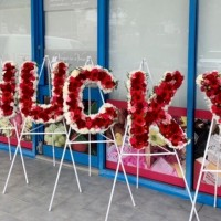 vogue-in-a-vase-funeral-flowers-name-letter-wreath-gallery