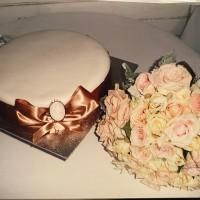 vogue-in-a-vase-wedding-bouquet-sarah-cake