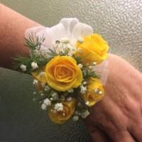 vogue-in-a-vase-yellow-wrist-spray